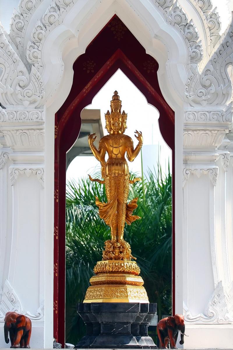 พระตรีมูรติ | Ratchaprasong District Bangkok